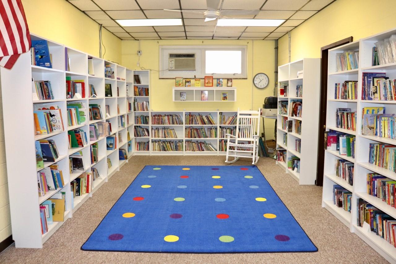 Ona Book Room